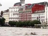 Une des rues inondés de Lourdes.