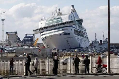 Le navire de la SNCM est désormais retenu à quai.