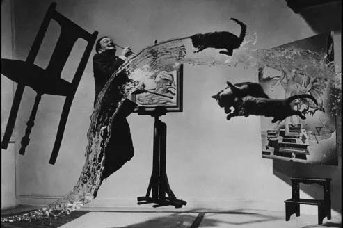 <i>Dali atomicus </i>par Philippe Halsman. En 1948, le photographe américain explore avec Dali l'idée de suspension.