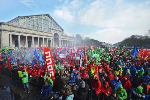Des milliers de manifestants se sont réunis à Bruxelles, ce jeudi, pour protester contre les politiques d'austérité menées dans toute l'Europe.