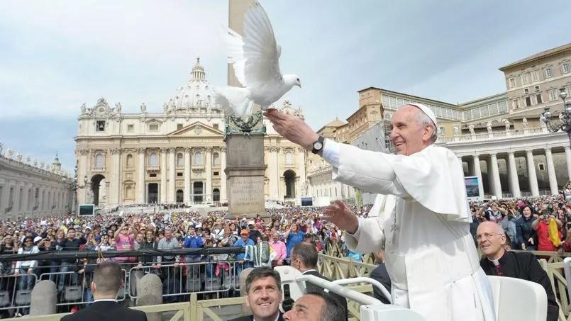 Le pape François sur la place Saint-Pierre, mercredi.