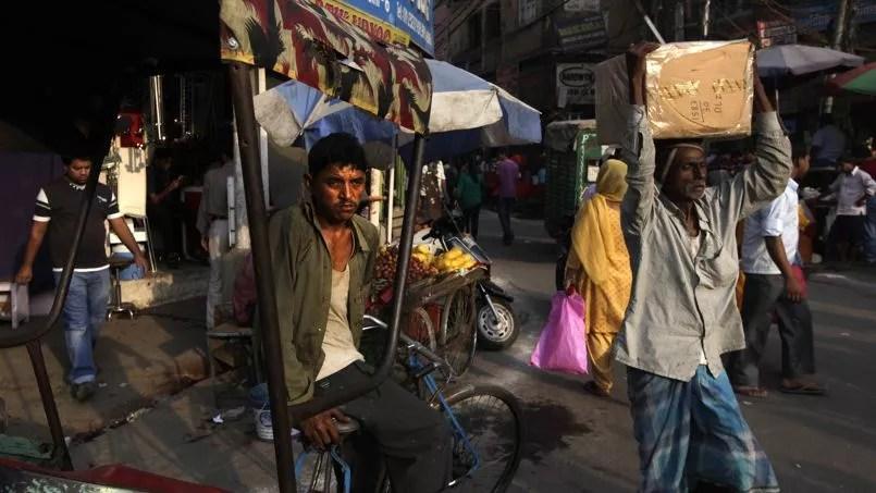 «La faible croissance vient aussi mettre un frein à l'amélioration de la situation des personnes vivant sous le seuil de pauvreté, dont le nombre est estimé à environ 355millions», explique un économiste indien.