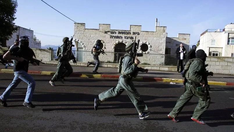 Cinq Israéliens ont été tués mardi matin dans l'attaque d'une synagogue à Jérusalem par deux Palestiniens qui ont été abattus par la police, a affirmé une porte-parole de la police.