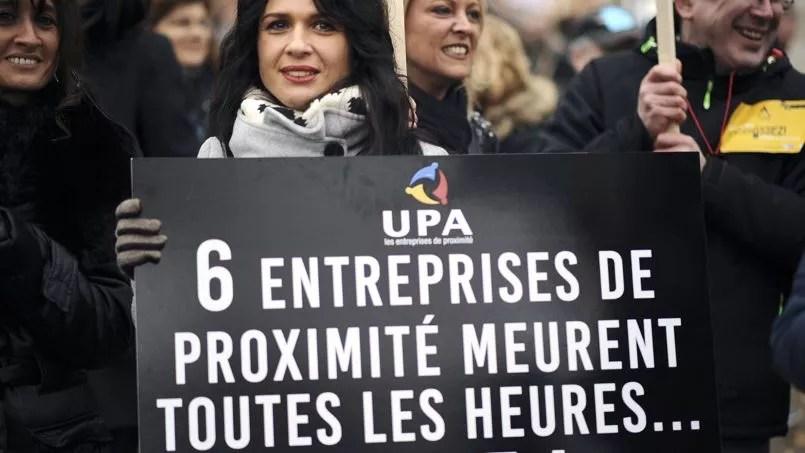 «Six entreprises de proximité meurent toutes les heures», «Impôts, taxes, charges, trop c'est trop», pouvait-on lire sur les banderoles des manifestants à Toulouse.