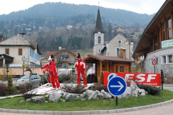 ESF (French ski school) on roundabout