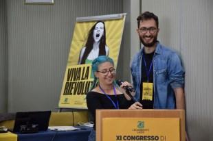 """Alti, colorati e belli come il sole nel primo intervento del congresso, i giovani del circolo """"Gemme"""" di Roma"""
