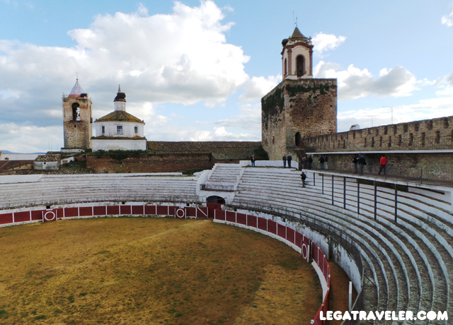 Fregenal de la Sierra 05 Plaza toros castillo templario