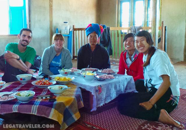 comida-con-locales-trekking-myanmar