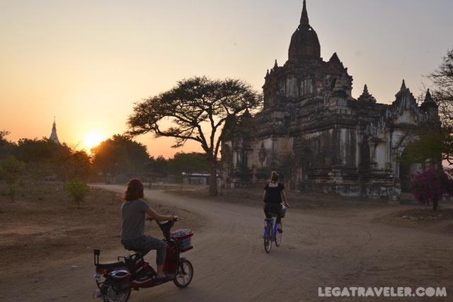 templos-bagan-en-bici