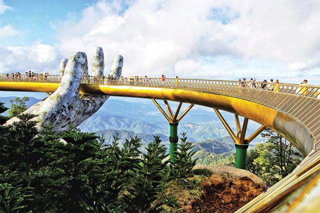que-ver-y-hacer-en-vietnam-golden-bridge-danang