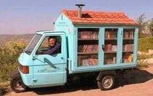 """BIBLIOMOTOCARRO.-biblioteca-itinerante L' Autobooks porta i """"librincircolo"""" per Catania Letteratura"""