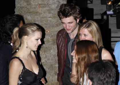 Photos : Robert Pattinson fait à la fête à Cannes