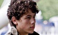 Nick Jonas studio regardez
