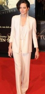 Angelina Jolie- Mila Kunis