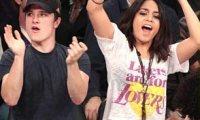Vanessa Hudgens et Josh Hutcherson- Découvrez les ensemble soutenir les Lakers