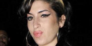 Amy Winehouse- son père contraint de rendre les dons