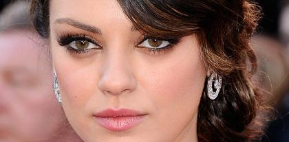 Mila Kunis Kristen Stewart sexy