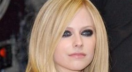 Avril Lavigne agressée en boite de nuit