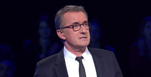 d448ccac2aa3a9 Christophe Dechavanne pourquoi porte-il des lunettes dans The Wall