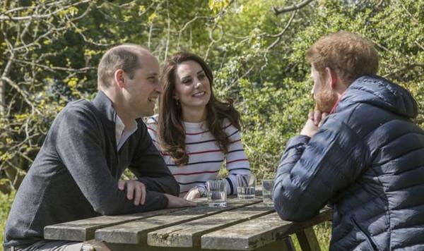 Pourquoi Kate Middleton a-t-elle quitté la maternité sept heures après son accouchement ?