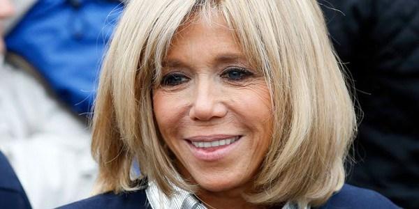 Brigitte Macron ne porte pas de perruque mais des extensions