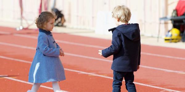 Charlène de Monaco portant son petit Jacques sur les épaules. Une tendre photo dévoilée