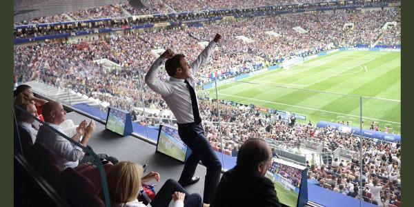 Emmanuel et Brigitte Macron intenables en finale de la Coupe du Monde (photo)