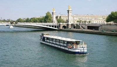 péniche-sur-seine-diamant-bleu-pont-paris-tour-effel