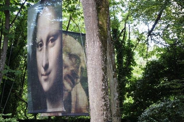 Installation dans le parc du Clos Lucé