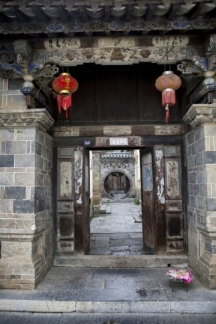Enfilade de portes dans la demeure Zhang
