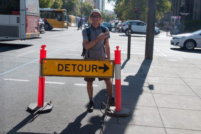 Un grand détour ? A grand detour?