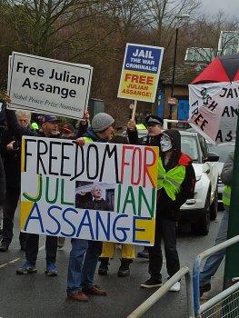 Peu de documents, beaucoup de mystères. Notre enquête dévoile le traitement douteux de l'affaire Julian Assange (La Repubblica) — Stefania MAURIZI