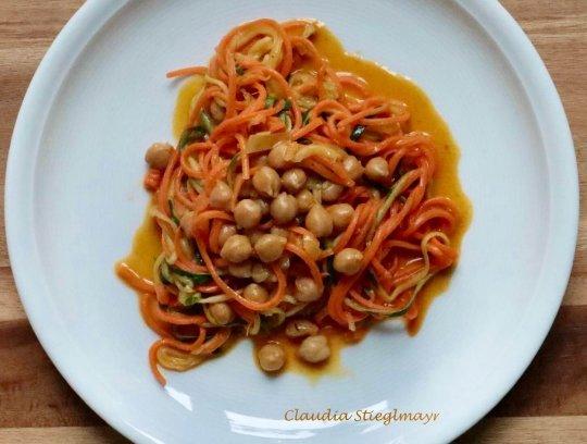 Gemüse-Spaghetti mit Kokosmilch