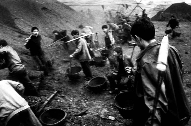 Workers at a coal reprocessing plant. Wanxian. China. 02/2001
