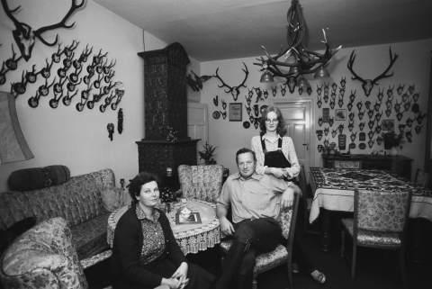 Hans Heinrich und Maria H. (Landwirt-schaftsmeister und Hausfrau) aus der Serie Das Deutsche Wohnzimmer von 1980