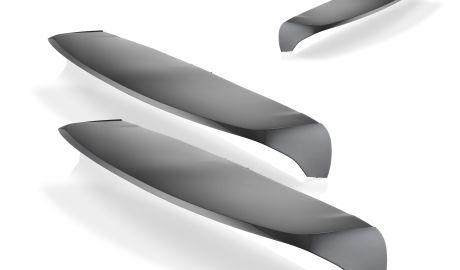 Der auf einer MX 1600 produzierte Spoiler ist leicht und glänzt durch eine makellose, lackierfähige Oberfläche.