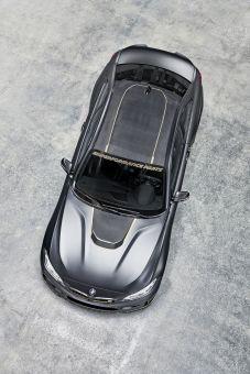 Fahrzeugdach aus klarlackiertem Sichtcarbon