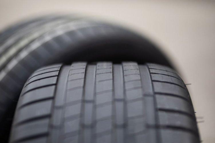 Neben dem Gewicht verringert sich durch die Enliten-Technologie auch der Rollwiderstand. (Quelle: Bridgestone)