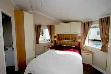 Willerby Key West Holiday Lodge Master Bedroom