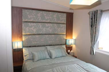 The Willerby 2014 3-bed Skyline holiday home double room