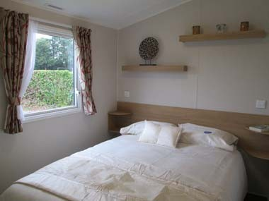 Willerby Vacation Double Bed and Shelving