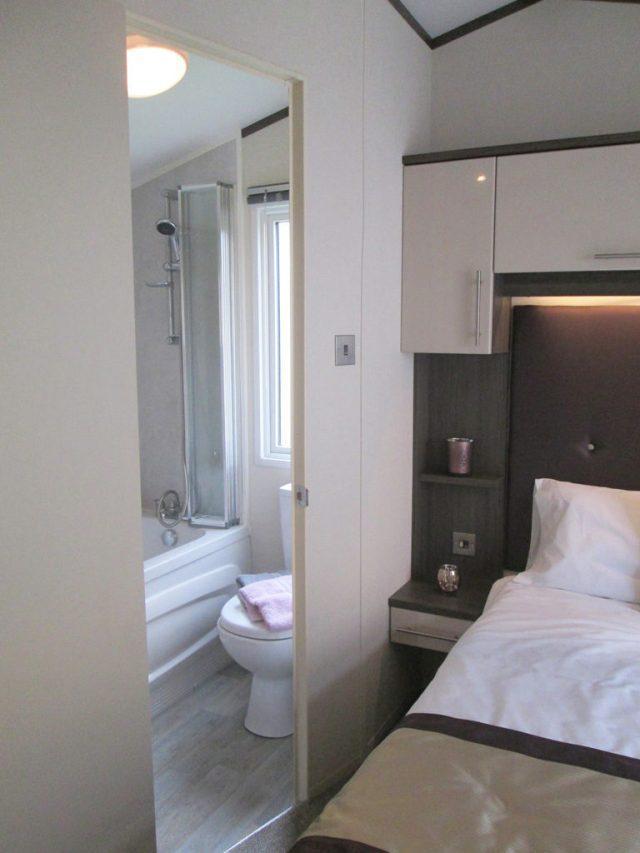 Atlas Portfolio double bedroom door to en-suite