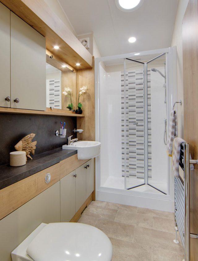 Vogue Lodge - Willerby Holiday Homes Ltd Shower Room