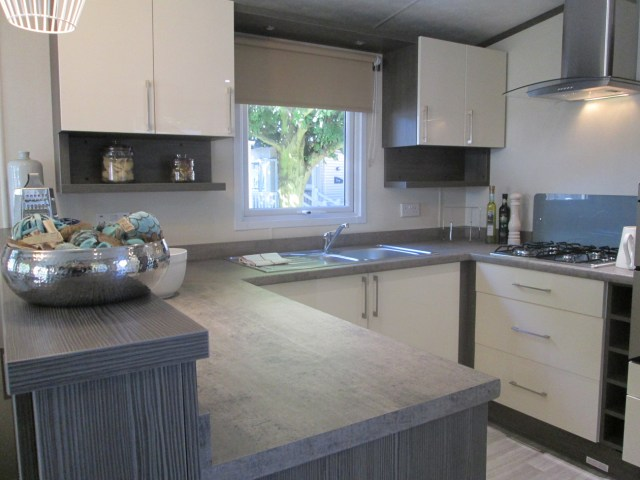 Regal Somerton Kitchen (LA)
