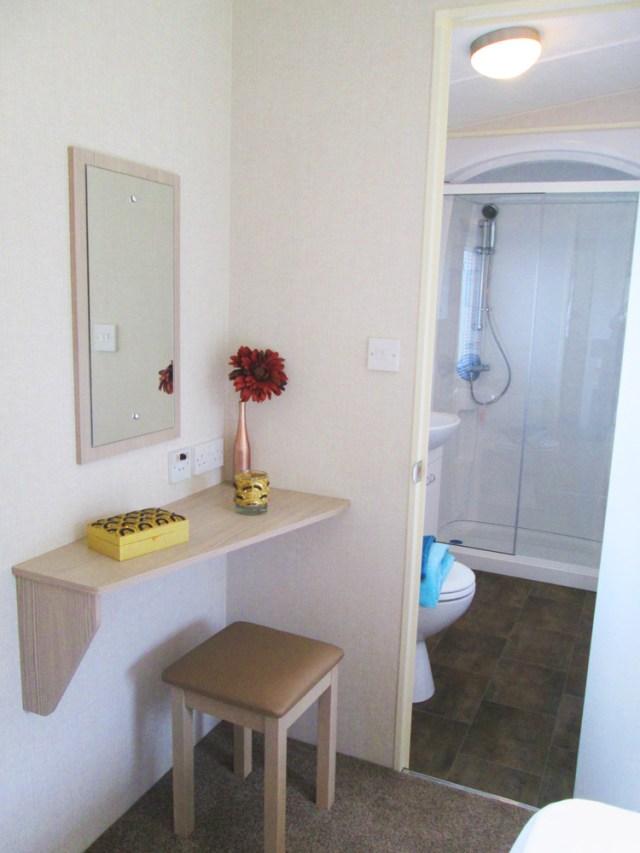 Victory Torino Vanity & En Suite Door