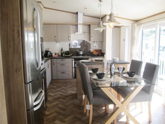 Pemberton Rivendale Lodge Dining & Kitchen