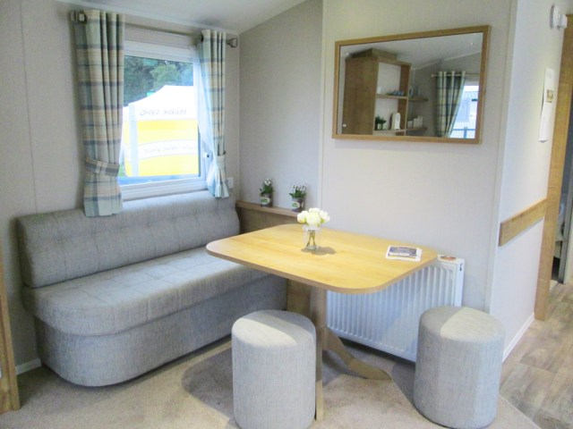 Willerby Richmond Seating & Dining Table
