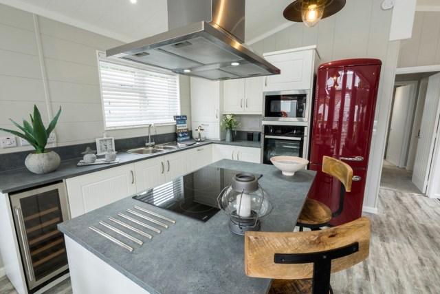Tingdene Country Lodge Kitchen Main
