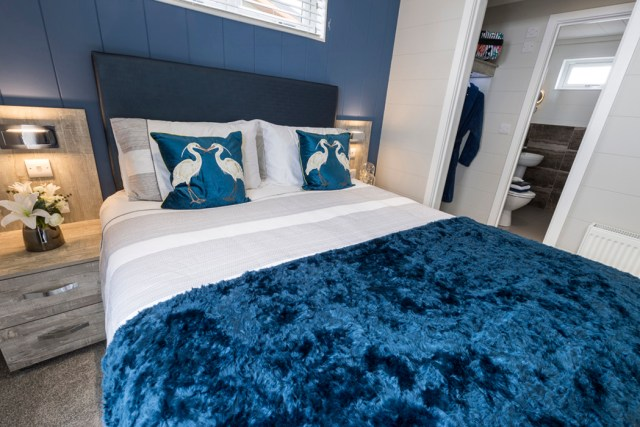 Tingdene Country Lodge Master Bed
