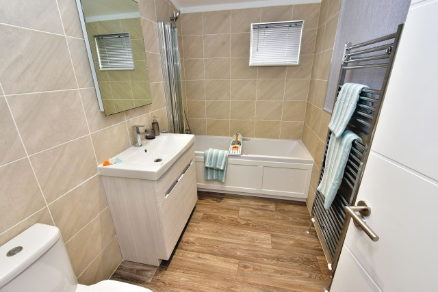 2019 Omar Alderney holiday lodge bathroom